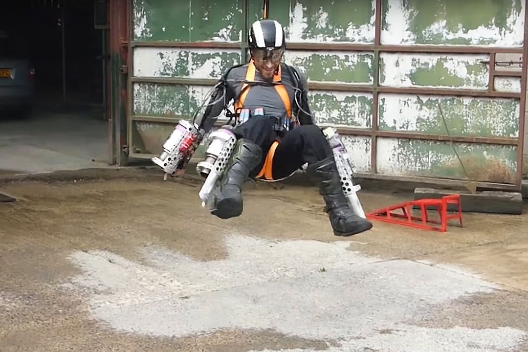 空飛ぶ車やバイク 近未来的なsf乗り物10選